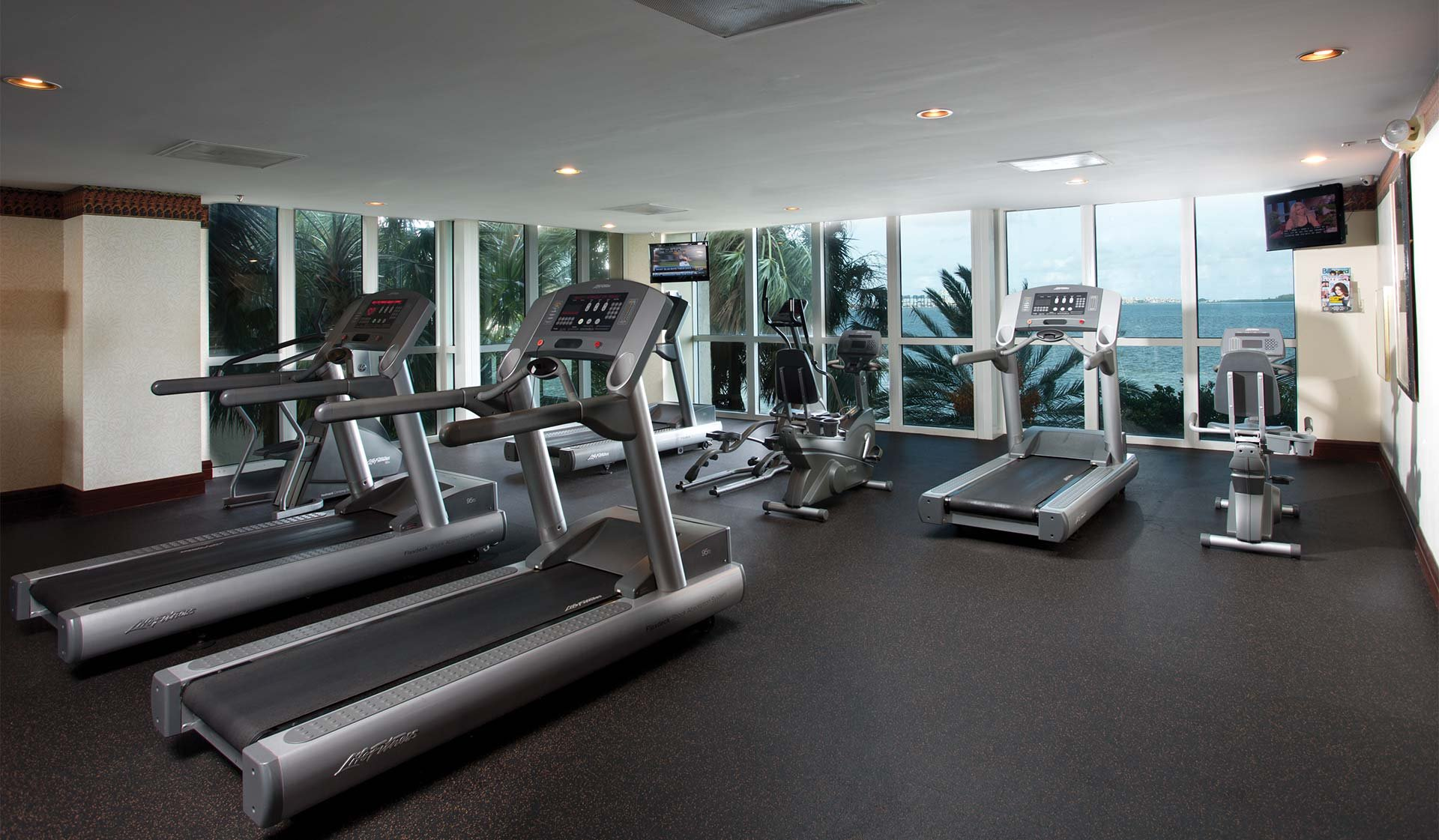 Yacht club at brickell apartments miami fl featured