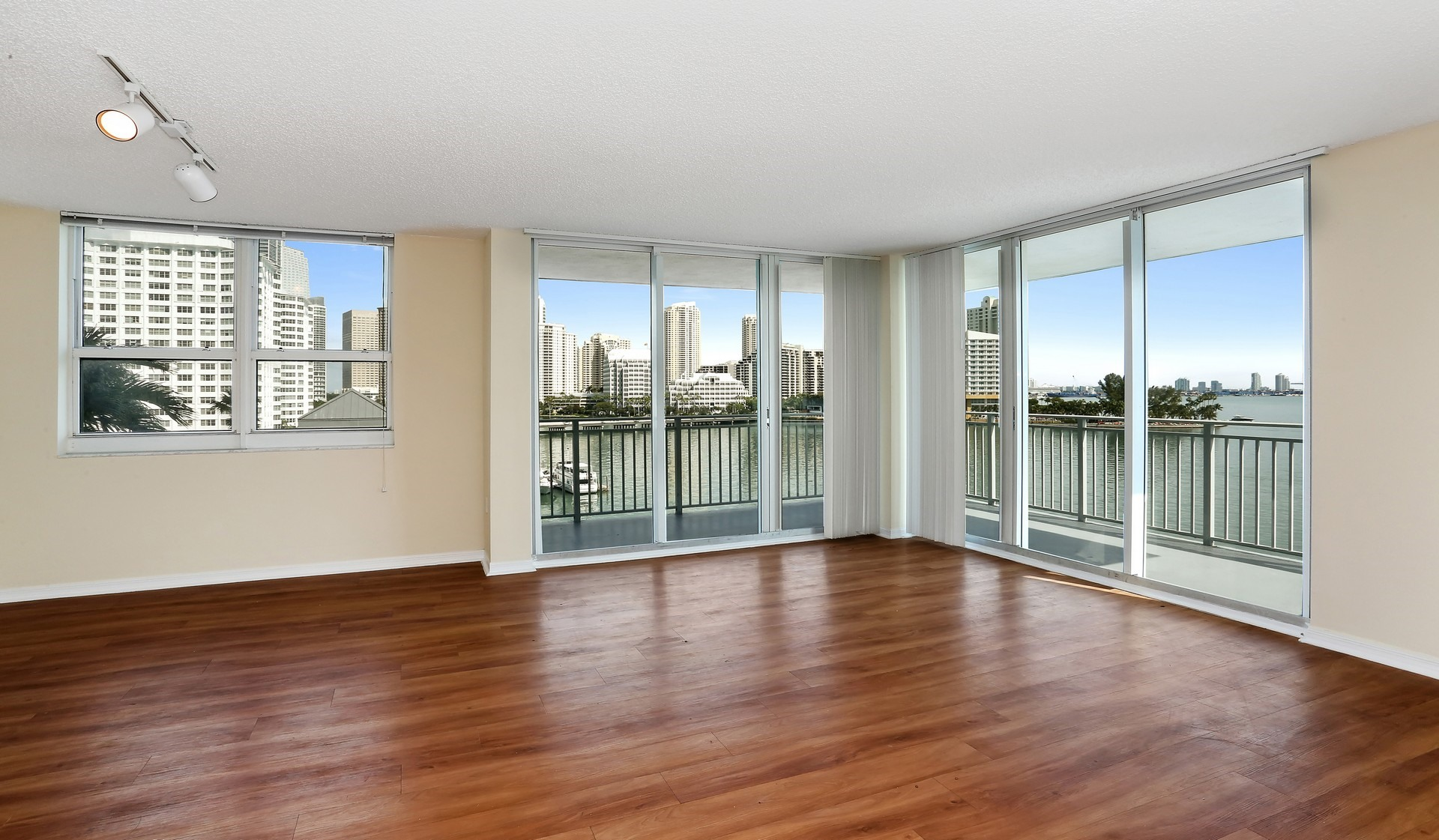 Yacht Club at Brickell - Empty Living room with views of the bay - Miami, FL
